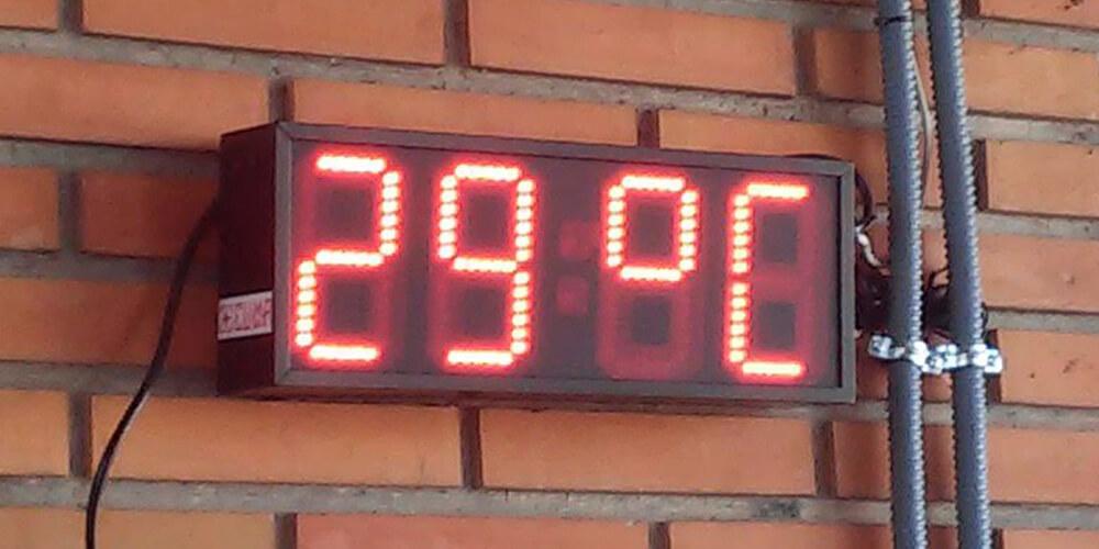 Reloj LED y Temperatura 20