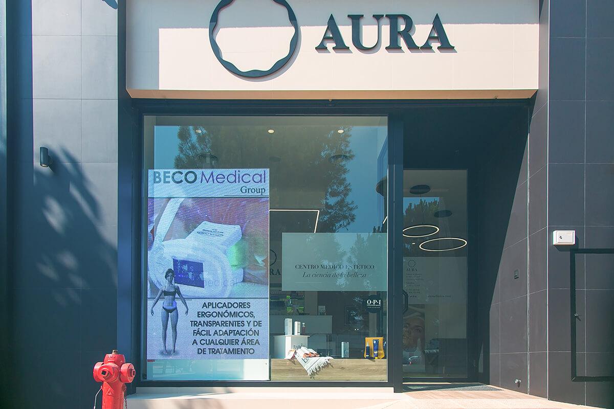 Banderola LED L retroiluminada en la fachada de la autoescuela Doble Mando, de Beniel – Murcia