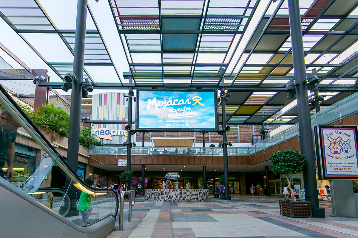 Pantalla LED Outdoor p10 Full Color en Centro Comercial Thader