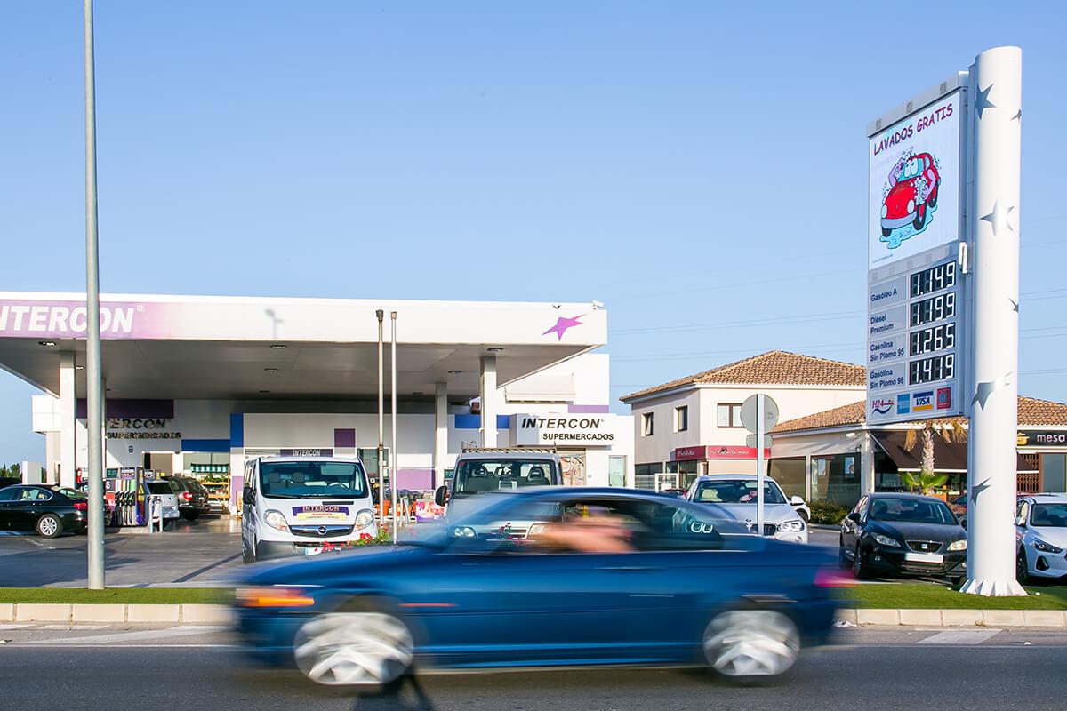 Tótem completo de combustible en Estación de Servicio Intercon