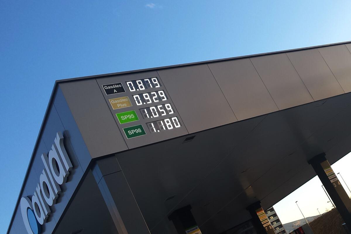 4 preciarios LED + pantalla de texto en Estación de Servicio Aralar