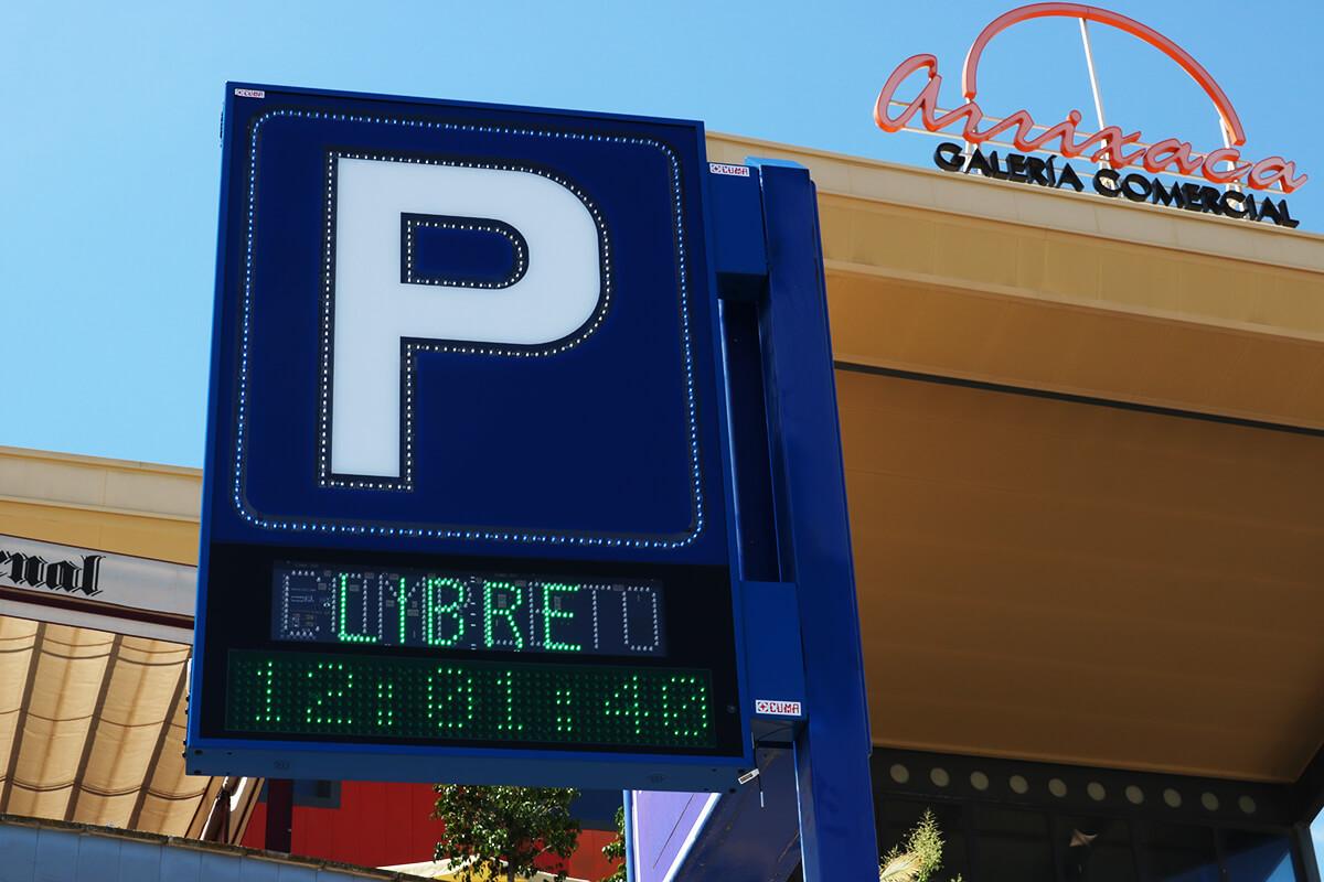 Banderola Parking P Perfilada con pantalla LED en Hospital La Arrixaca