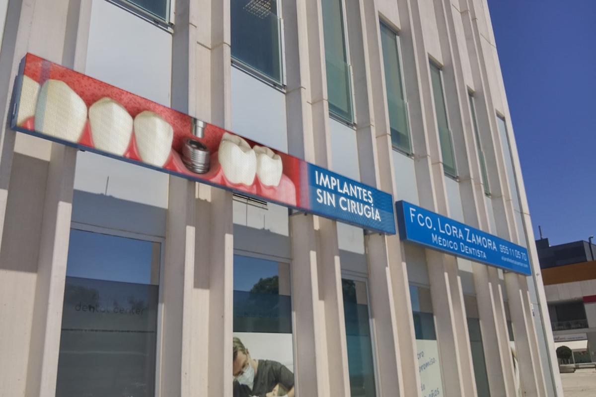 Marquesina LED Full Color en Clínica Aljarafe Dental Center
