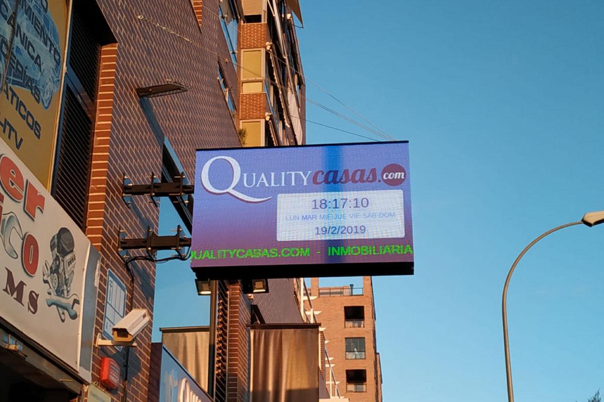 Banderola LED Outdoor p6 en inmobiliaria Quality Casas