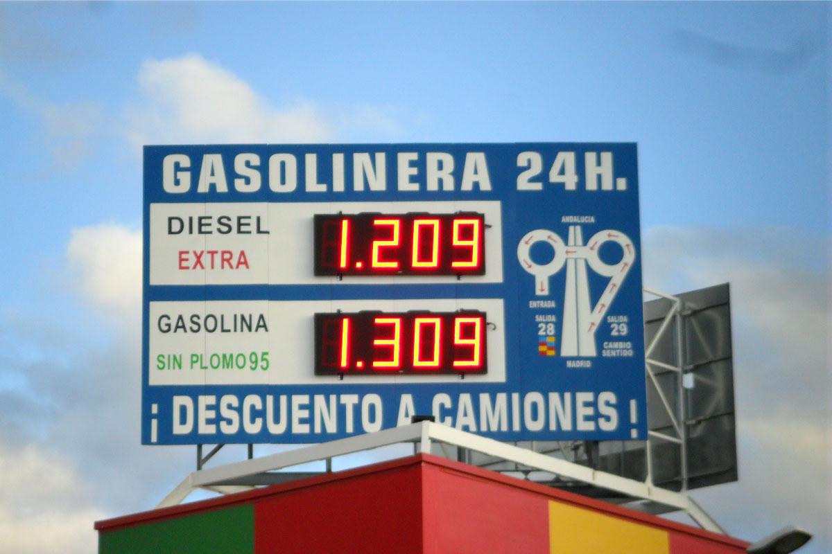 Doble preciario LED de combustible 60cm altura en Gasolinera Valdemoro
