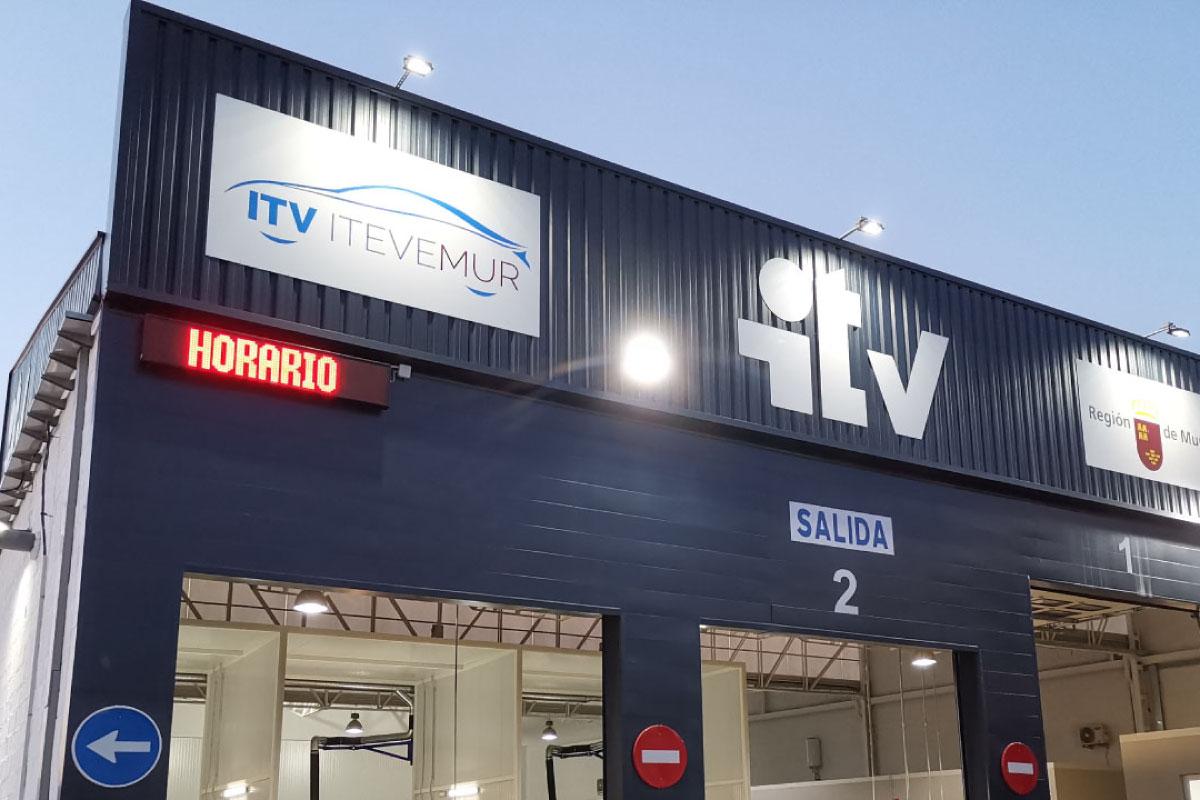 Pantalla LED de texto en Estación ITV de Mariano de Rojas