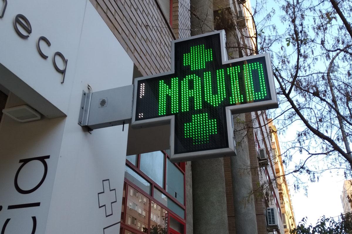 Cruz LED modelo Bolonia 90 en Farmacia Casaudoumecq de Valencia