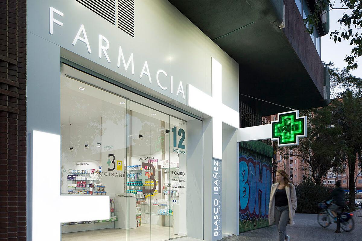 Cruz LED modelo Roma 80 en Farmacia Blasco Ibañez 118 – Valencia