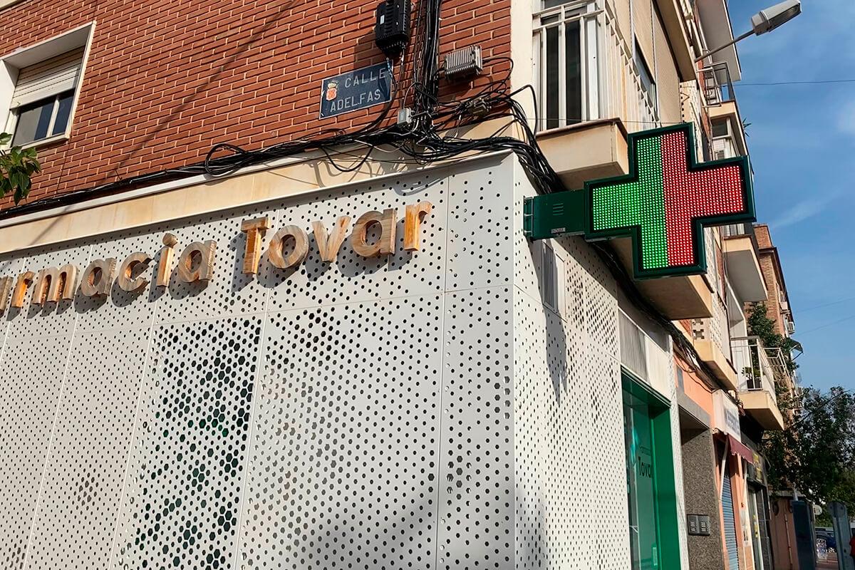 Cruz LED modelo Bolonia 90 en la Farmacia Tovar de Murcia