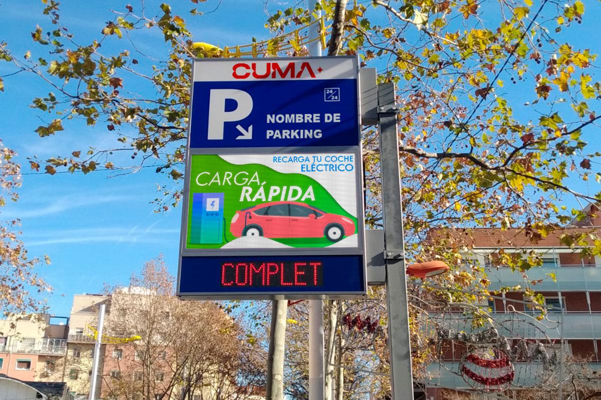 4 banderolas con libre/completo y pantalla LED Full Color p6 en aparcamientos de Barcelona