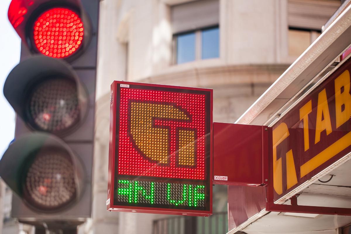 Banderola LED modelo Habana en plena Gran Vía de Murcia – Expendeduría nº019