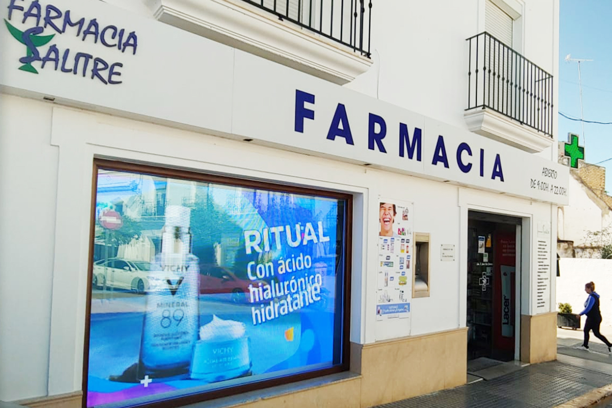 Pantalla LED de escaparate p4 Full Color en la farmacia Salitre