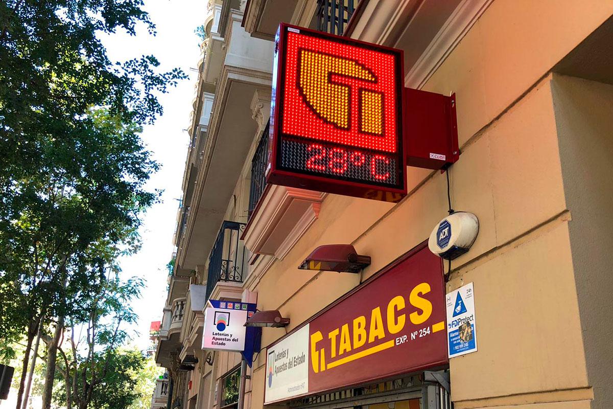 Banderola LED modelo Habana en la expendeduría número 254 de Barcelona