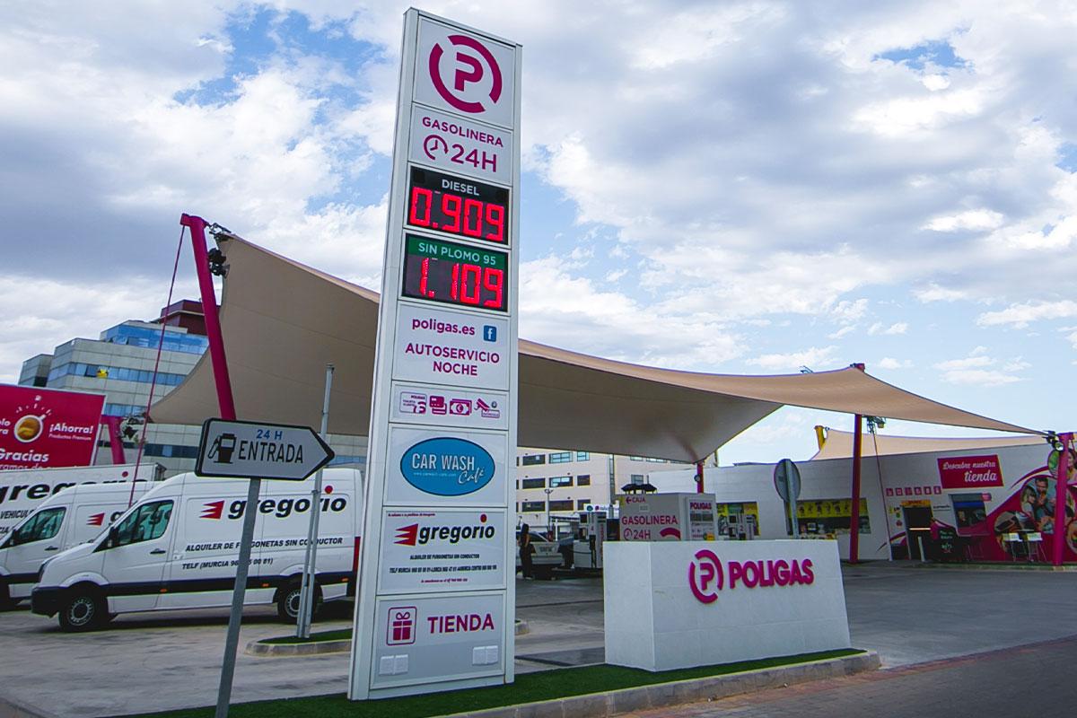 Doble preciario LED de 40 cm de altura de dígito en la gasolinera Poligas de Murcia