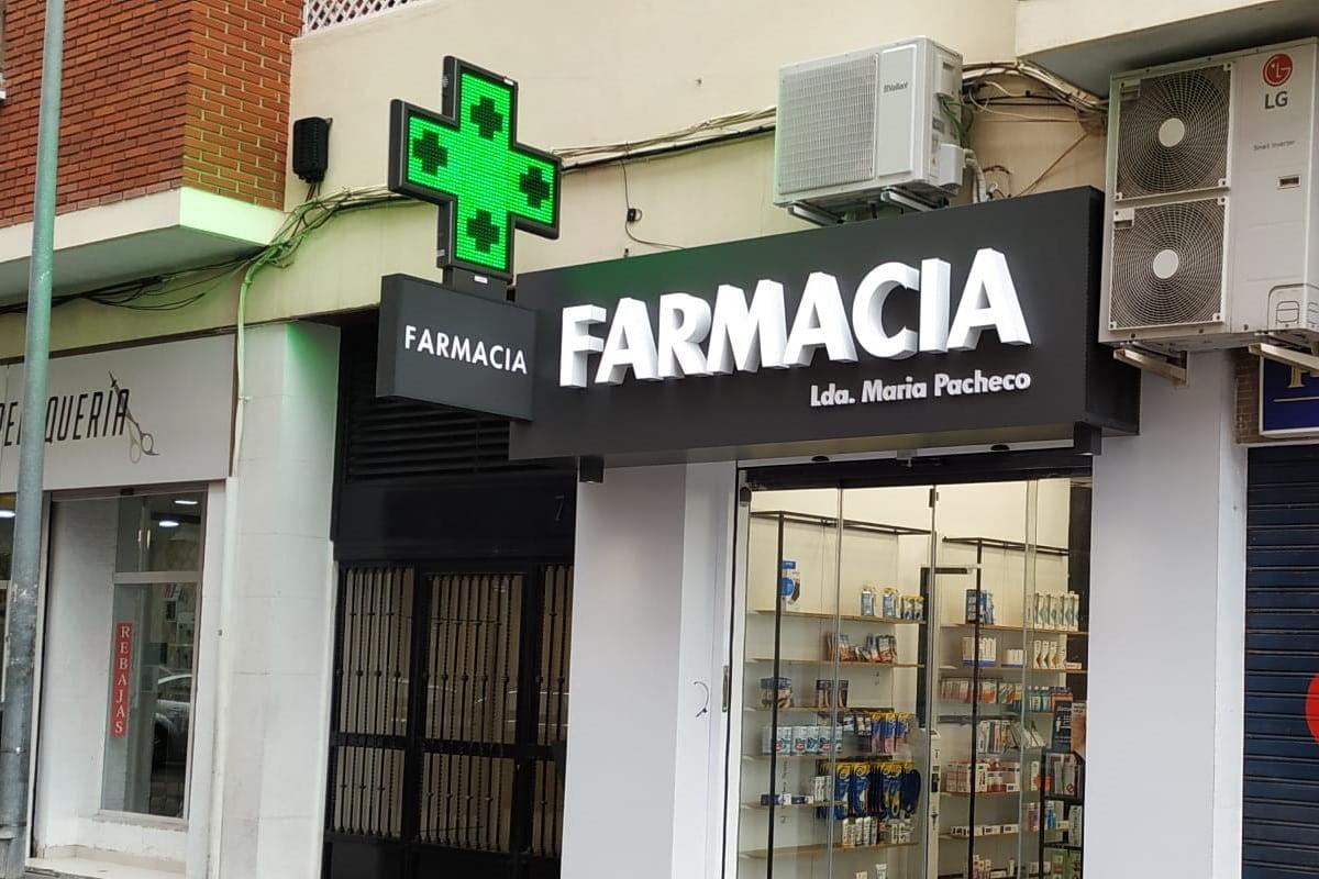 Cruz LED modelo Anzo 110 instalada en la Farmacia María Pacheco en Valencia
